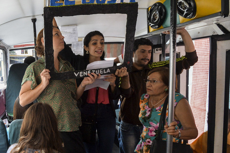 Bus, BusTV, noticias, periodismo, reporteros, jóvenes, personas, autobús, calles
